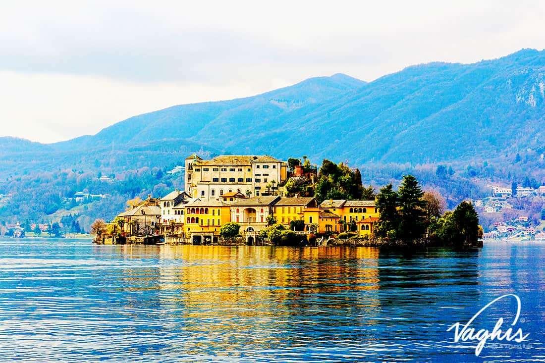 Isola di San Giulio - © Vaghis - viaggi & turismo Italia - Tutti i diritti riservati