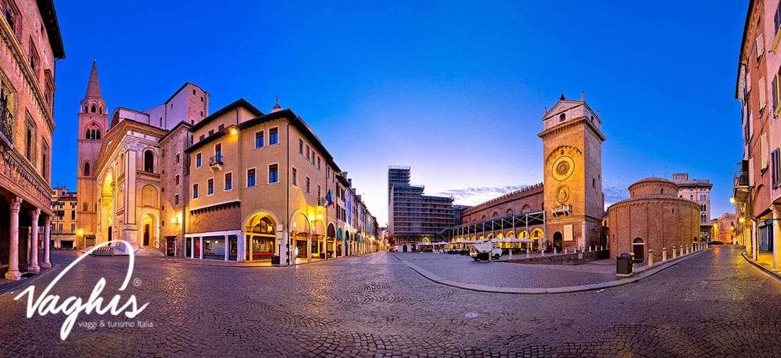 Mantova - Piazza delle Erbe - © Vaghis - Viaggi & turismo Italia - Tutti i diritti riservati