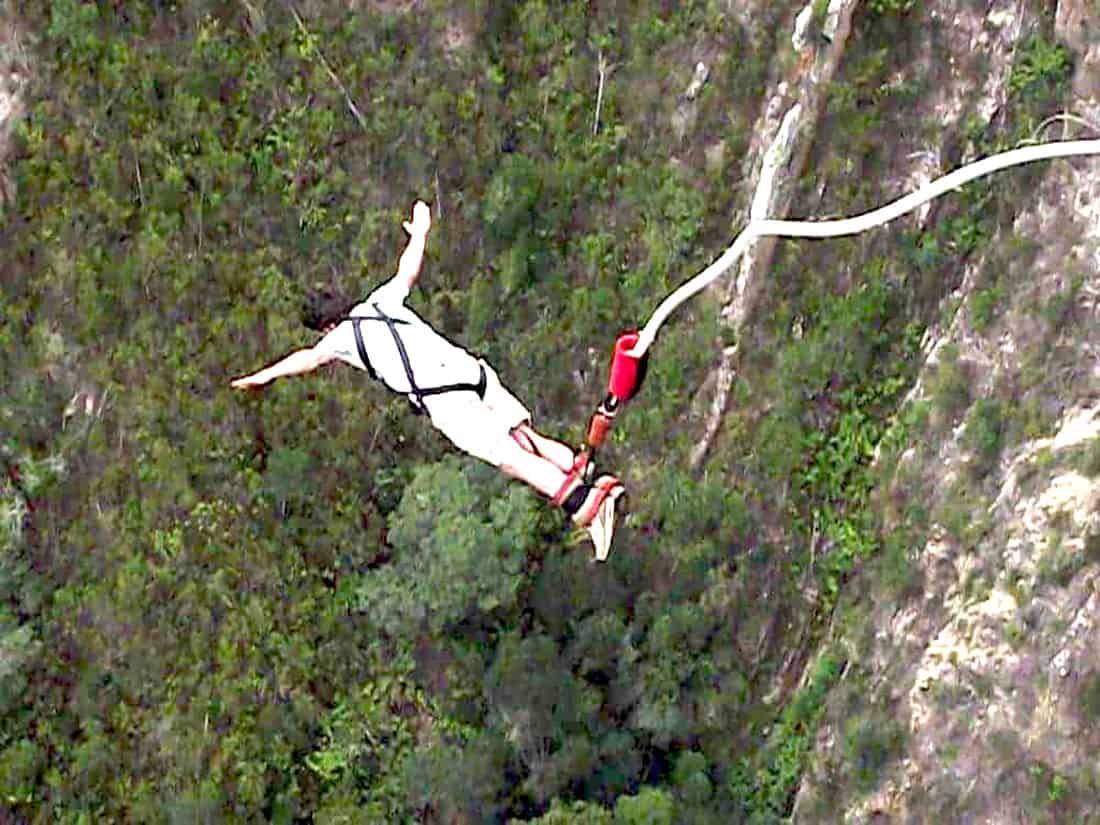 Asiago-Enego: bungee jumping dal ponte di Valgàdena