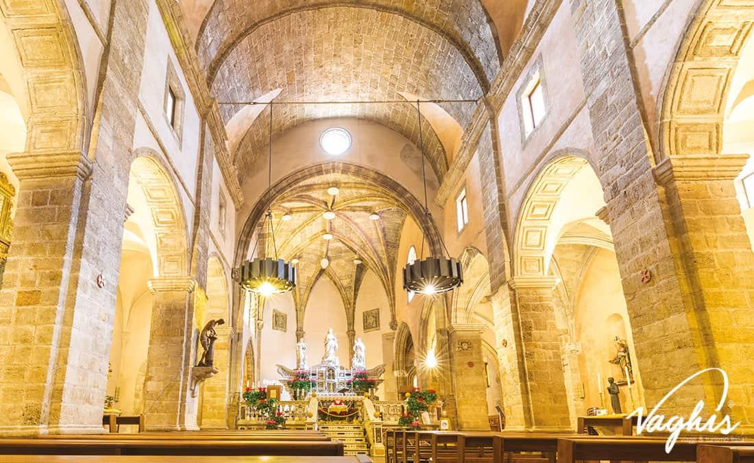 Alghero: L'interno della Cattedrale di santa Maria - © Vaghis - Viaggi & turismo Italia - Tutti i diritti riservati