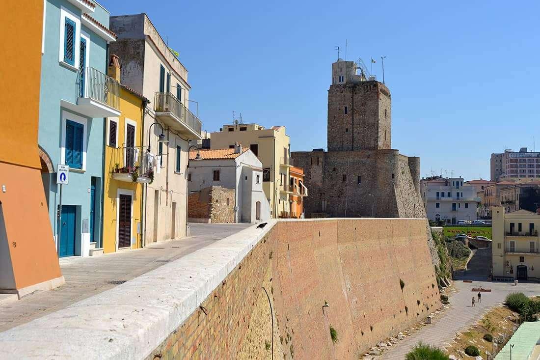 Termoli_-Il centro storico e il castello