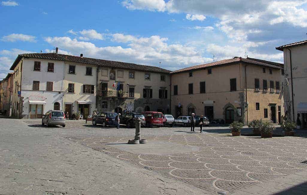 Castelfranco-di-sopra,-piazza-vittorio-emanuele