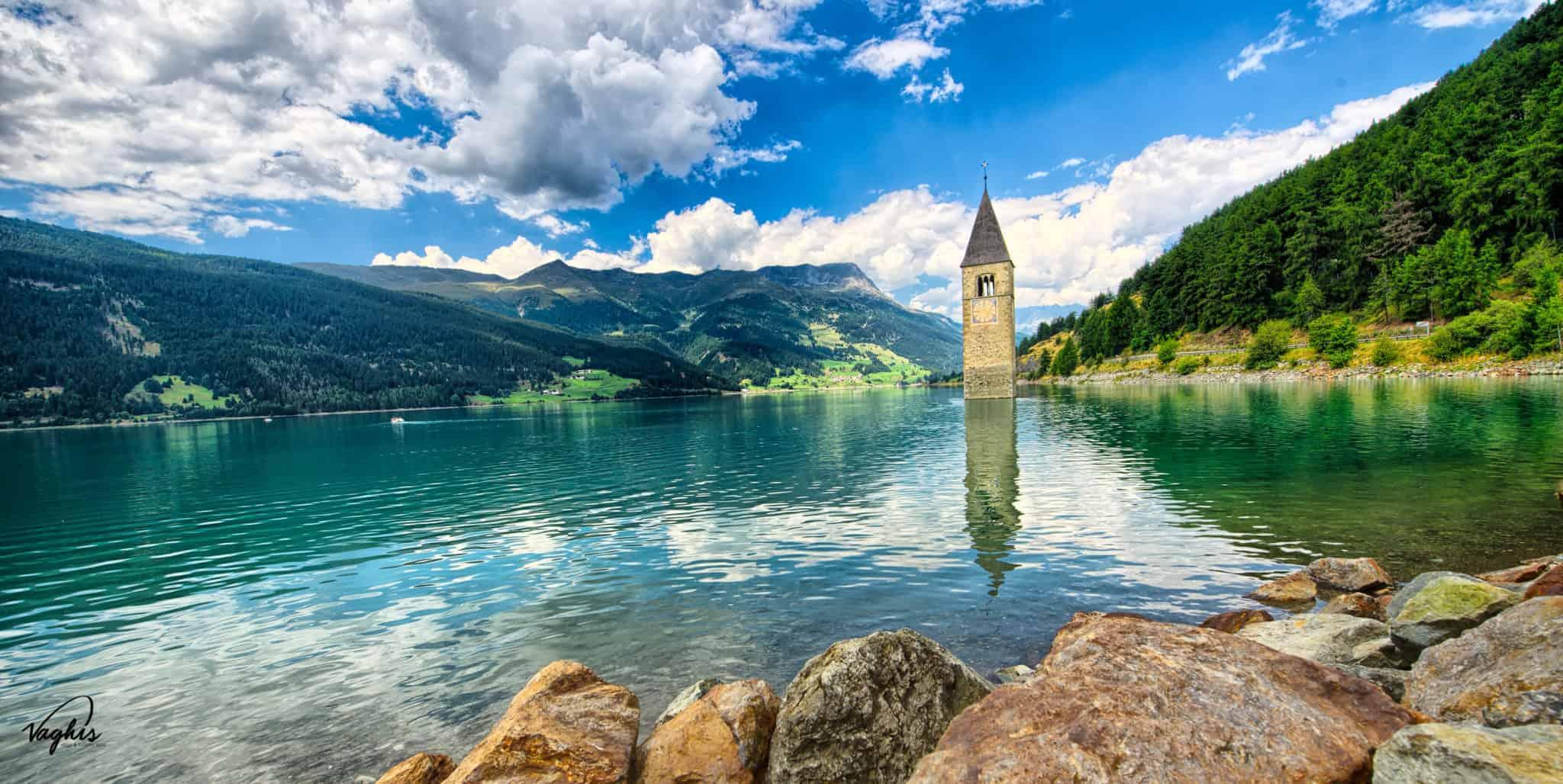 Lago di Resia: Il campanile di Curon Vecchia che emerge dalle acque del lago