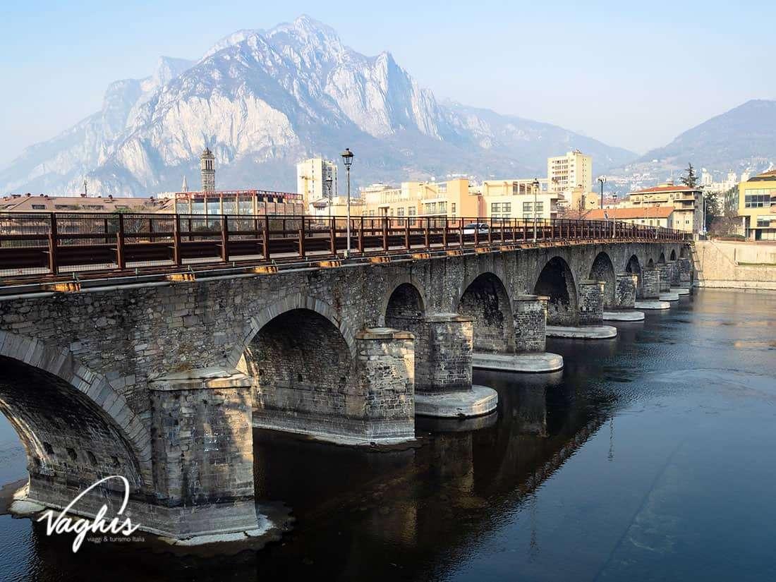 Ponte Azzone Visconti - © Vaghis - viaggi & turismo Italia - Tutti i di-ritti riservati