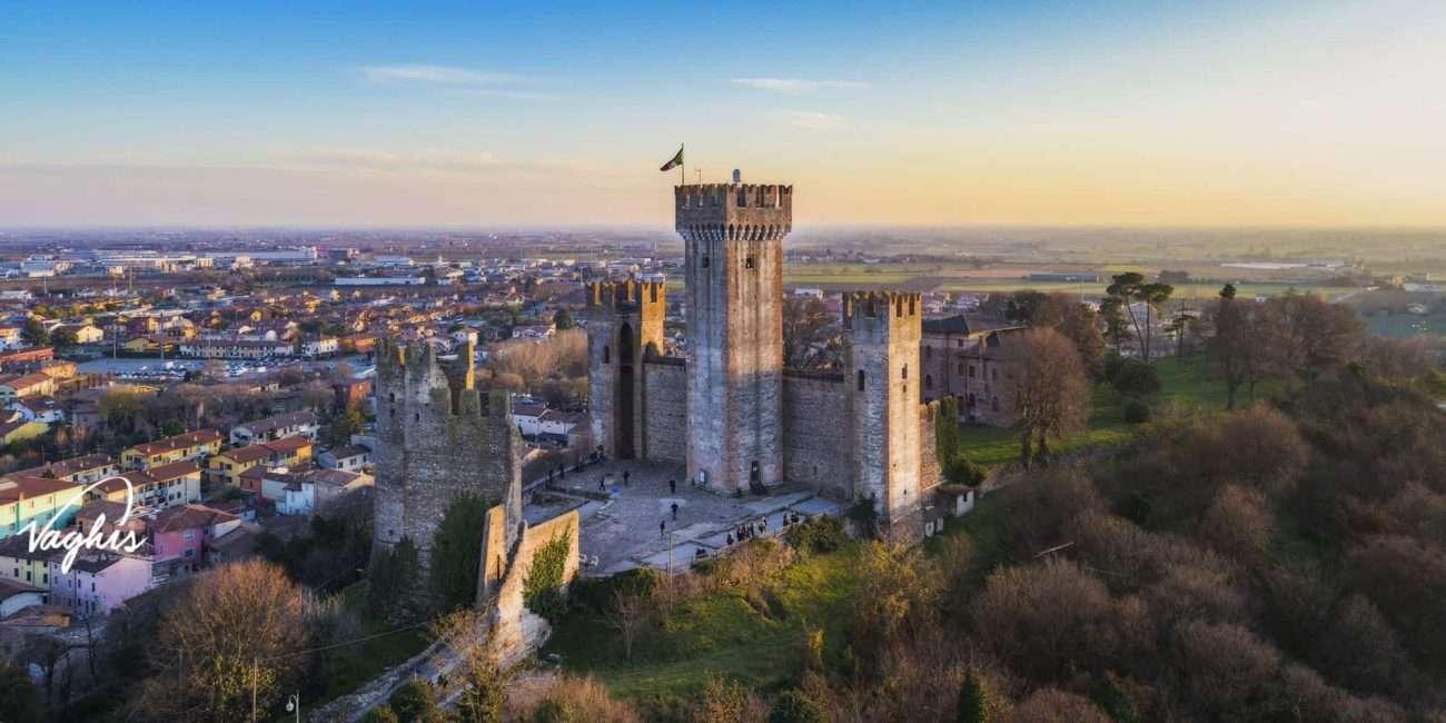 Valeggio sul Mincio: Castello Scaligero - © Vaghis viaggi & turismo Italia - Tutti i diritti riservati