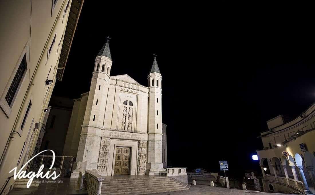 Cascia: Basilica di Santa Rita - © Vaghis viaggi & turismo Italia - Tutti i diritti riservati