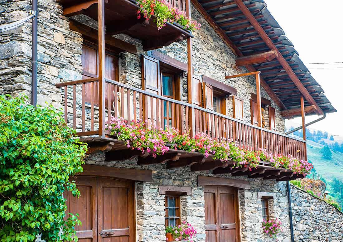 Chianale: Le caratteristiche abitazioni in pietra e legno