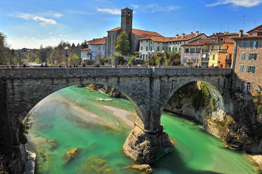 Cividale del Friuli: Il Ponte del diavolo - © Vaghis - viaggi & turismo Italia - Tutti i diritti riservati