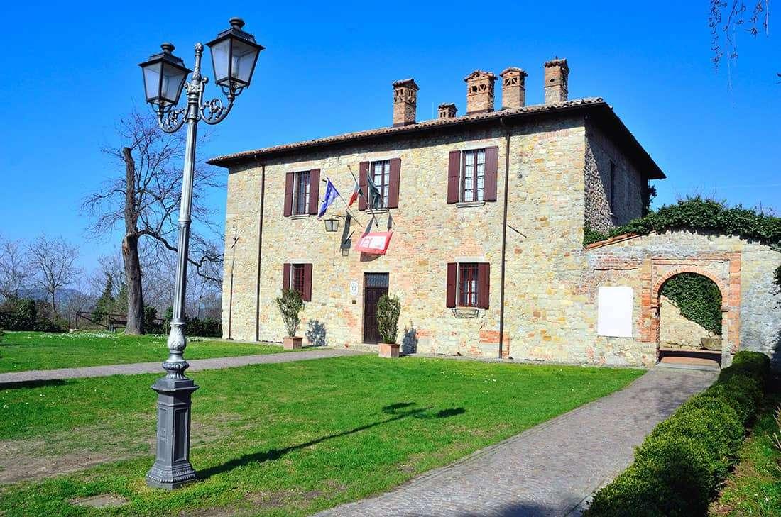 Fortunago - Palazzo Comunale - © Vaghis - viaggi & turismo Italia - Tutti i diritti riservati