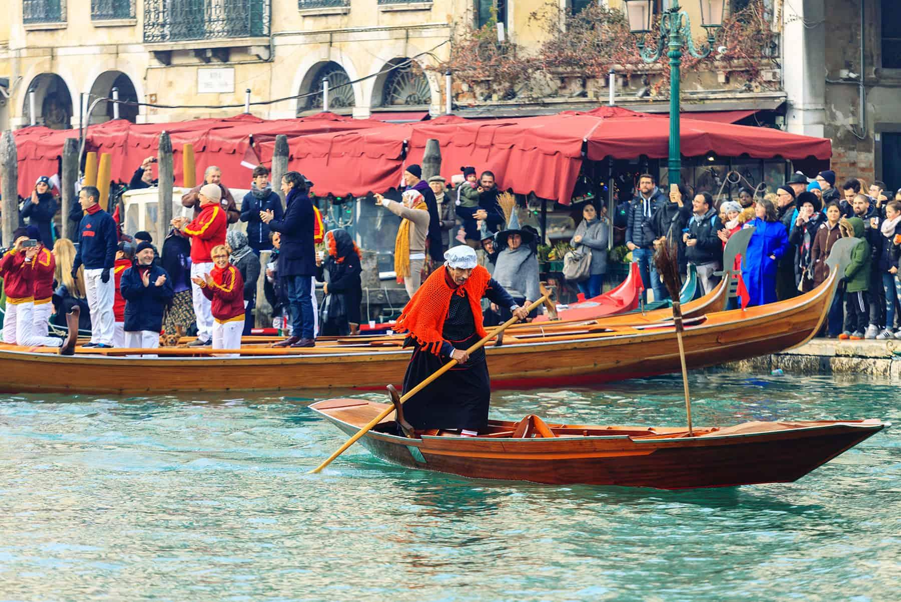 Epifania in Veneto: La Regata della Befana a Venezia - © Vaghis - viaggi & turismo Italia - Tutti-i-diritti riservati