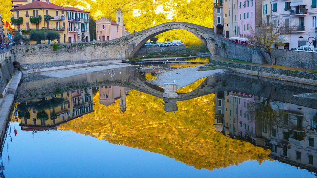 Dolceacqua: Il ponte Vecchio - © Vaghis - viaggi & turismo Italia - Tutti i diritti riservati