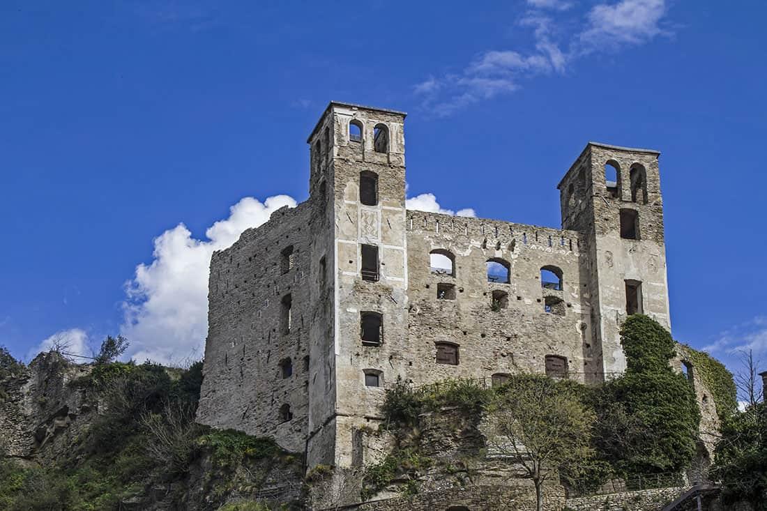 Dolceacqua: Castello dei Doria - © Vaghis - viaggi & turismo Italia - Tutti i diritti riservati