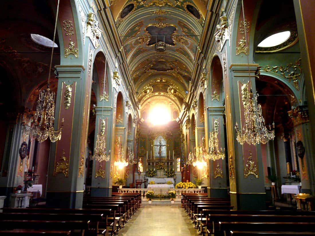 Dolceacqua: chiesa parrocchiale di S. Antonio Abate, navata centrale