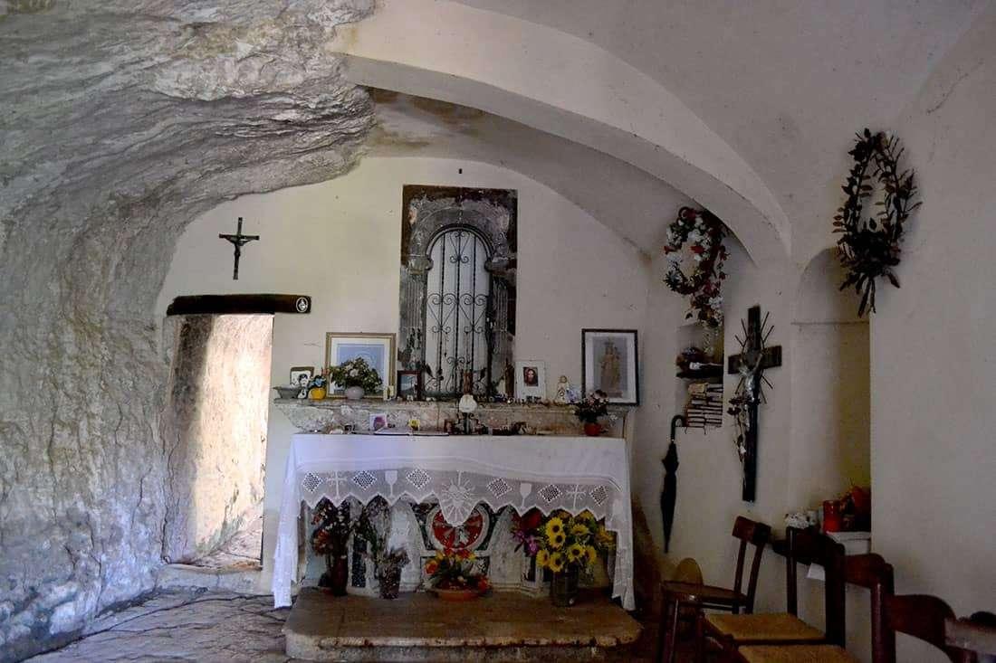 Eremo di San Bartolomeo in Legio: La cappella