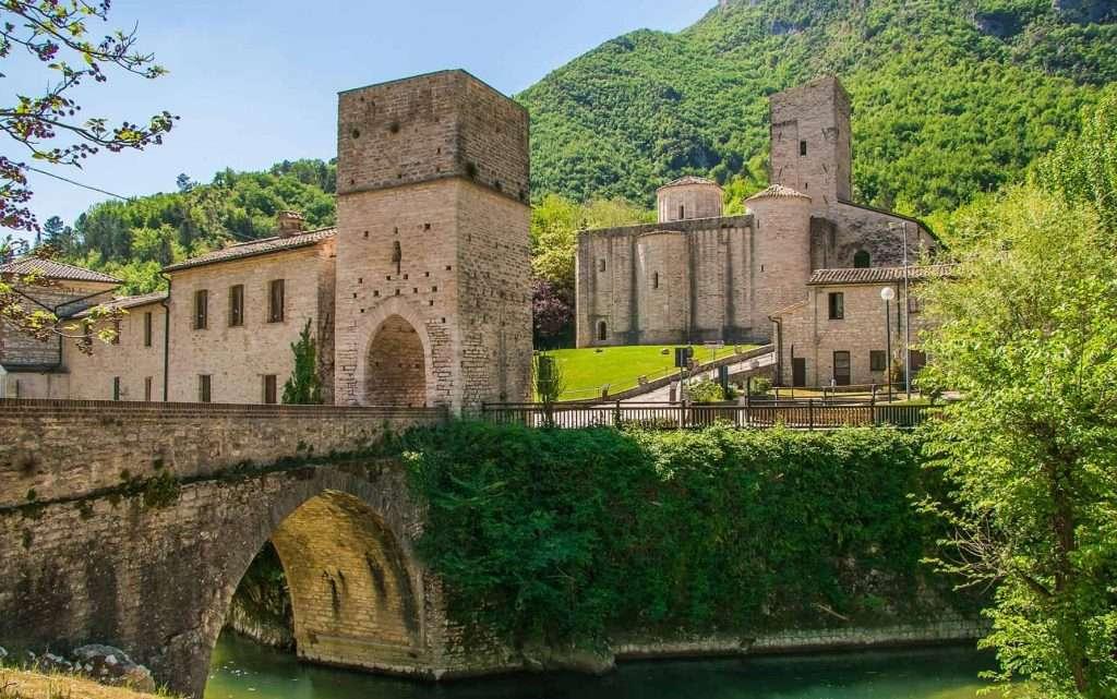 Genga: San Vittore delle Chiuse - © Vaghis - viaggi & turismo Italia - Tutti i diritti riservati