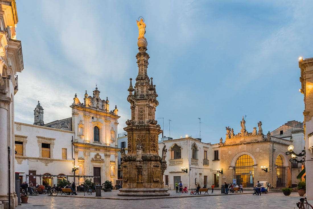 Nardò: Piazza Salandra, la Guglia – Vaghis viaggi & turismo Italia - Tutti i diritti riservati