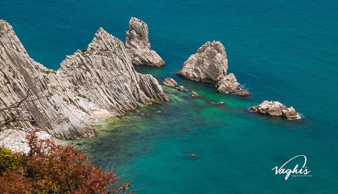 Portonovo: Spiaggia delle due Sorelle - © -Vaghis viaggi & turismo Italia -Tutti-i diritti riservati