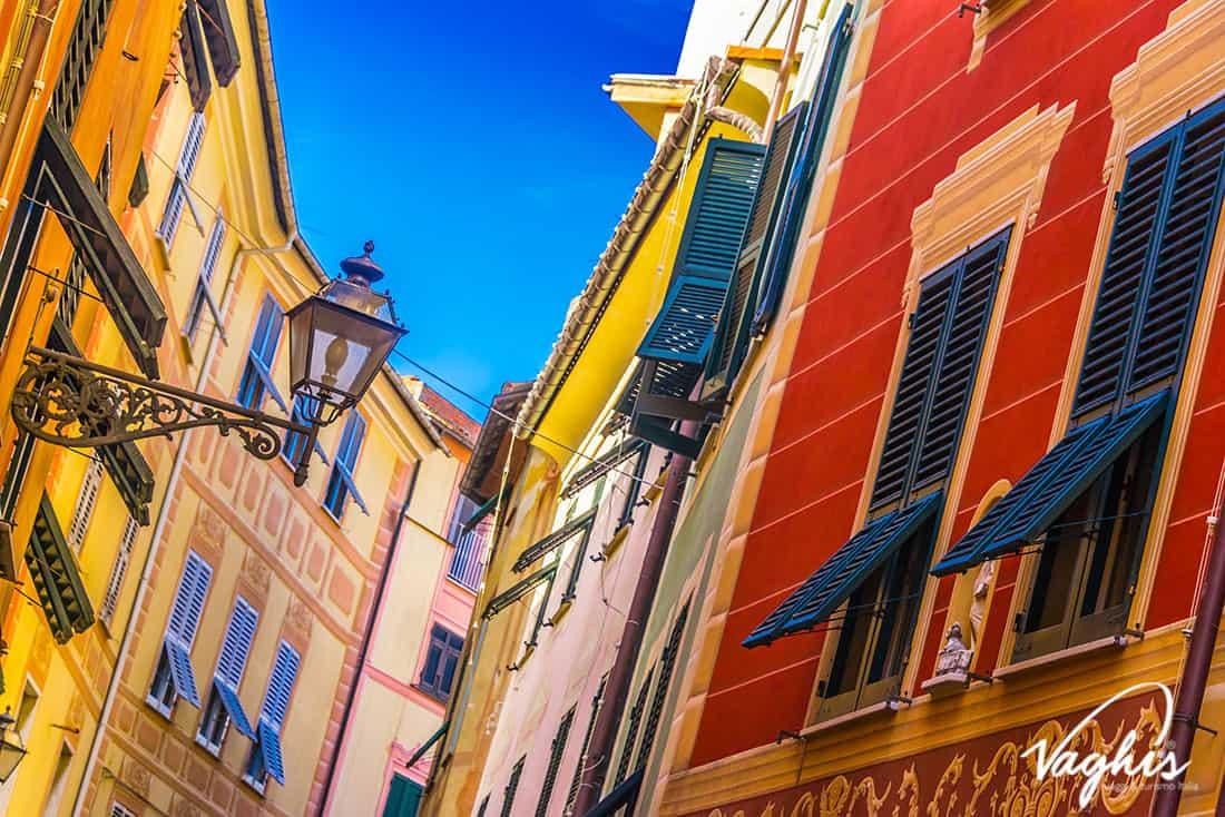 Sestri Levante: I caratteristici palazzi d'epoca di color pastello – Vaghis viaggi & turismo Italia - Tutti i diritti riservati