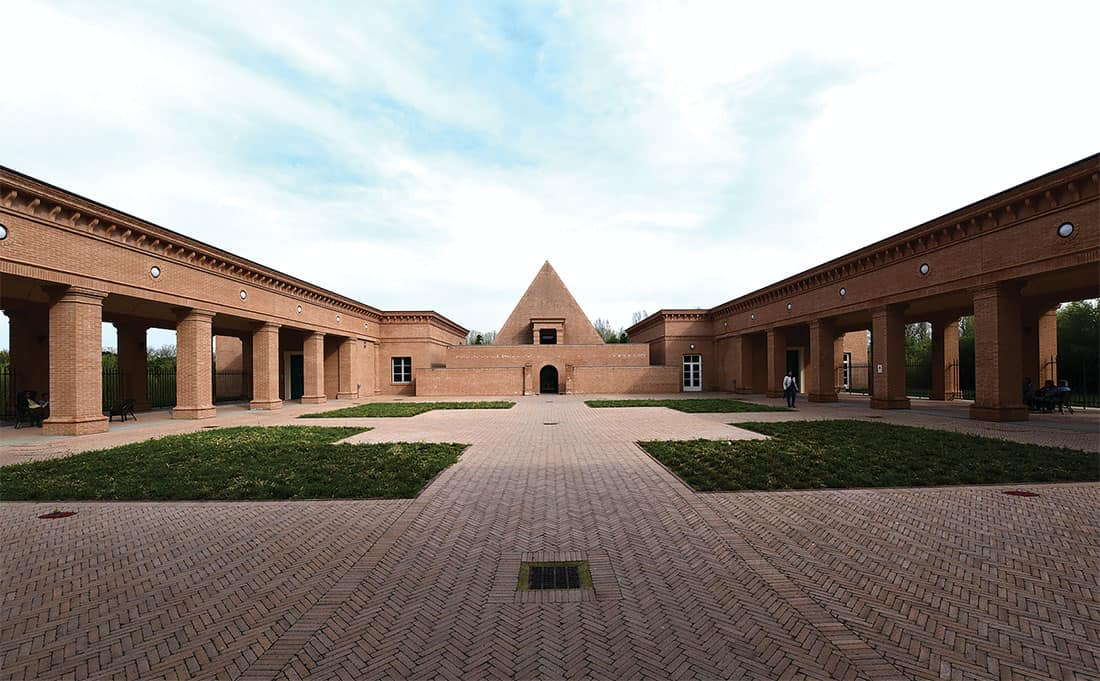 Il Labirinto della Masone - La cappella a forma piramidale