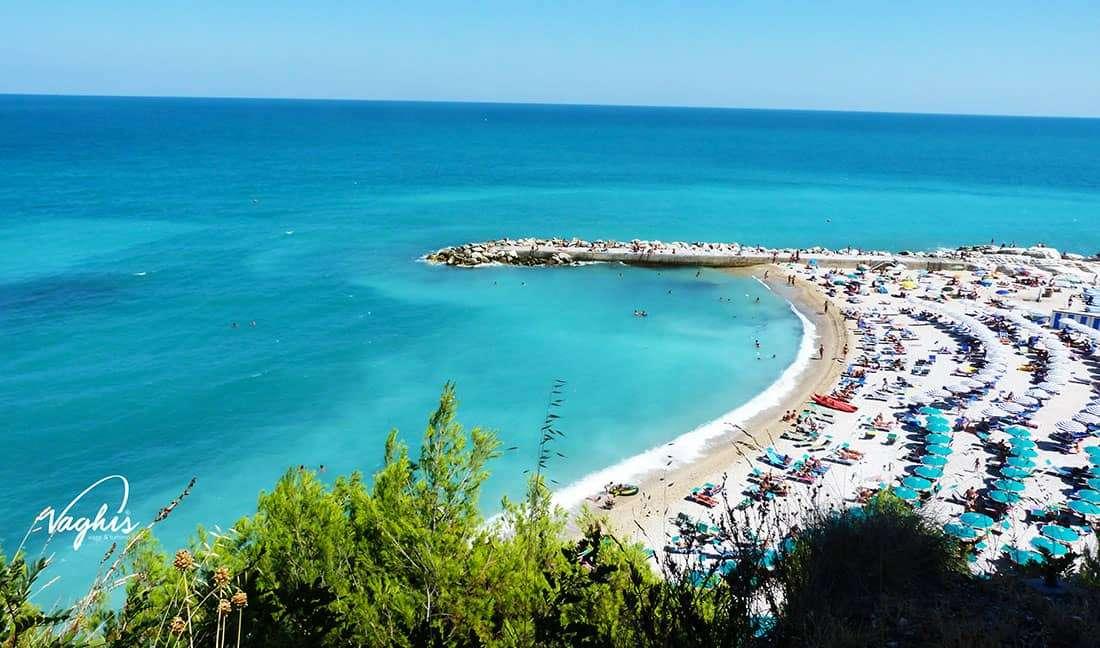 Numana: Scorcio della Spiaggia dei Frati - © Vaghis - viaggi & turismo Italia - Tutti i diritti riservati