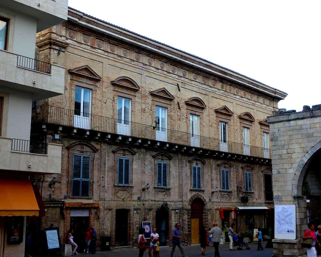Guardiagrele: Palazzo Vitacolonna
