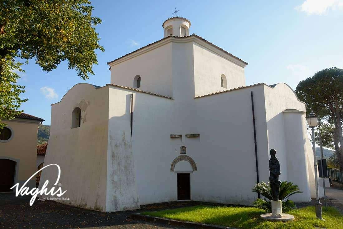 Giffoni Valle Piana: Tempio di Santa Maria A Vico - © Vaghis - viaggi & turismo Italia Tutti i diritti riservati
