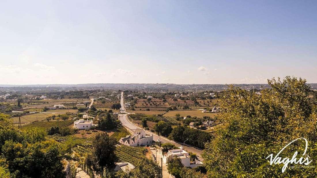 Locorotondo: Vista panoramica delle colline intorno al borgo - © Vaghis viaggi & turismo Italia - Tutti i diritti riservati