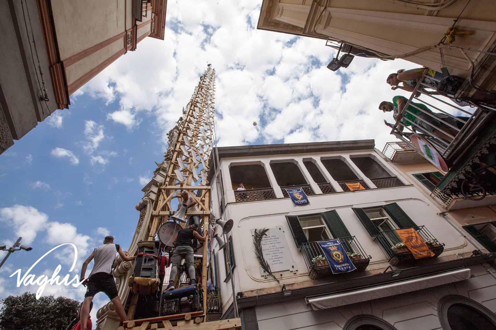 Nola: Festa dei Gigli - © Vaghis - viaggi & turismo Italia Tutti i diritti riservati