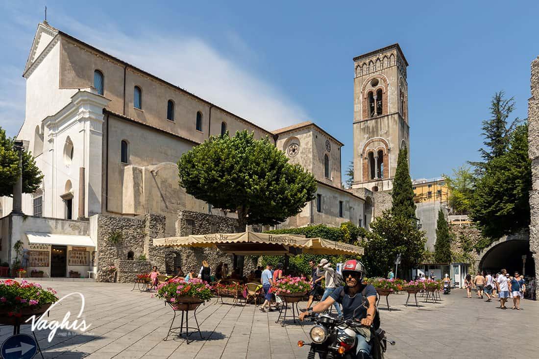Ravello: Il Duomo e la piazza - © Vaghis viaggi & turismo Italia - Tutti i diritti riservati