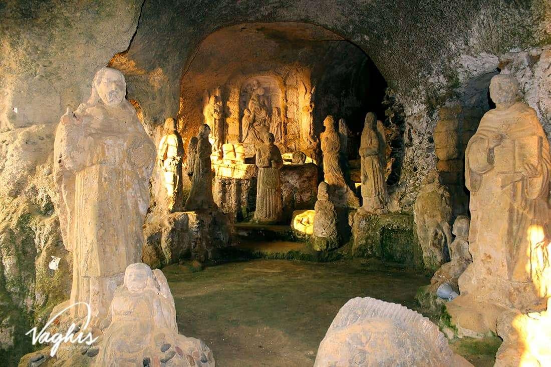La Chiesa di Piedigrotta - © Vaghis - viaggi & turismo Italia - Tutti i di-ritti riservati.jpg