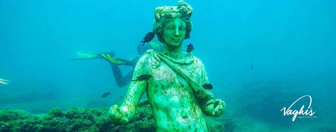 La città sommersa di Baia: Statua di Dioniso - © www.baiasommersa.it – Tutti i diritti Riservati.jpg