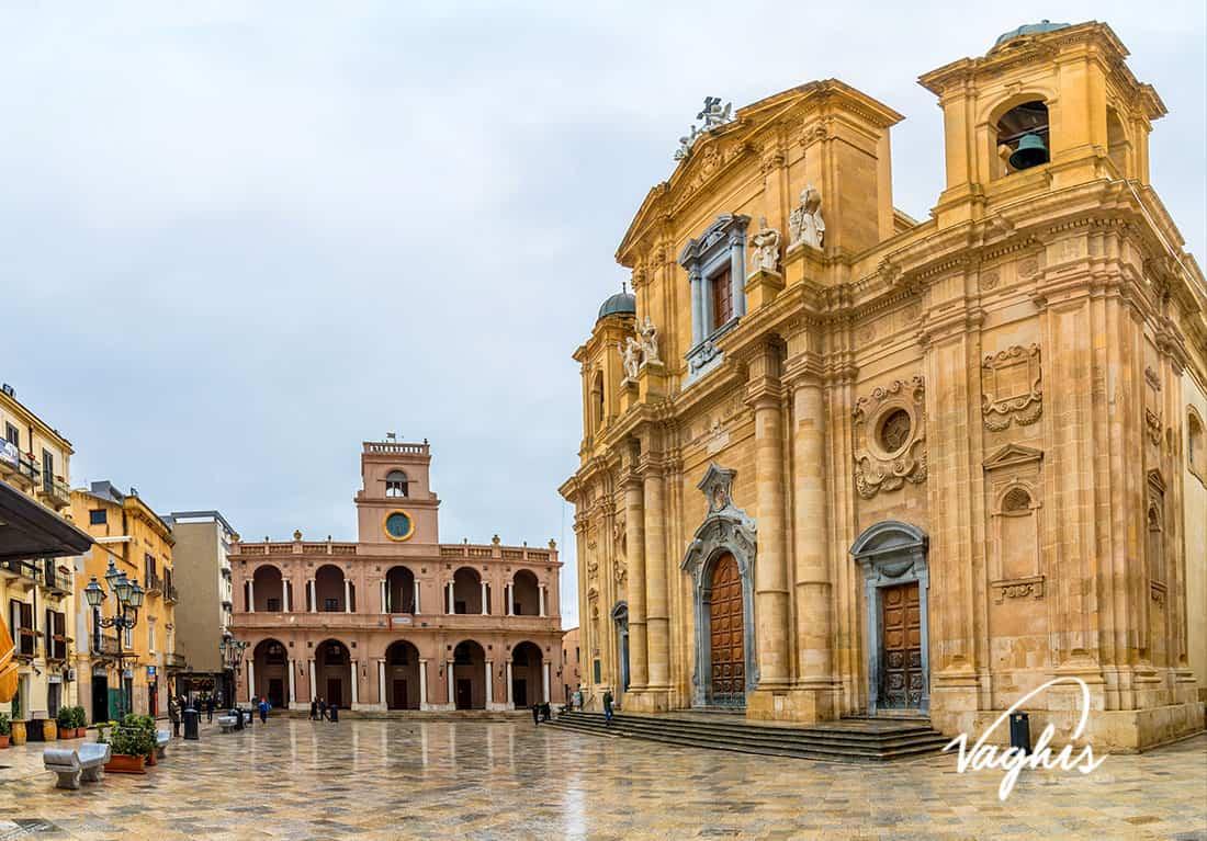 Marsala: Piazza della Repubblica e Duomo- © Vaghis - viaggi & turismo Italia - Tutti i di-ritti riservati