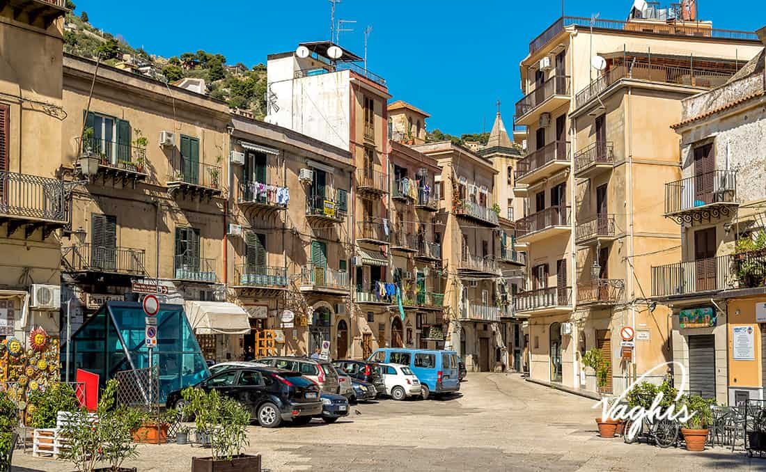 Monreale: Il centro storico - © Vaghis - viaggi & turismo Italia - Tutti i di-ritti riservati