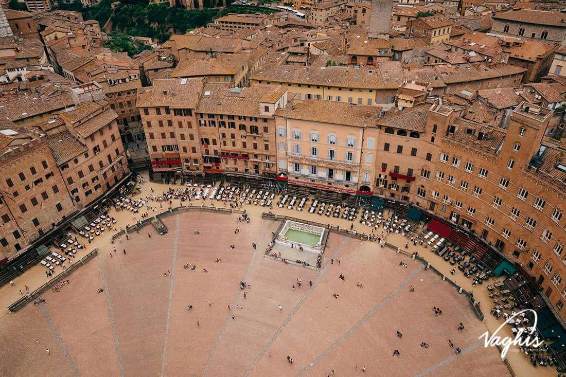 Siena: Piazza del Campo vista dalla Torre del Mangia - © Vaghis - viaggi & turismo Italia - Tutti-i-diritti riservati