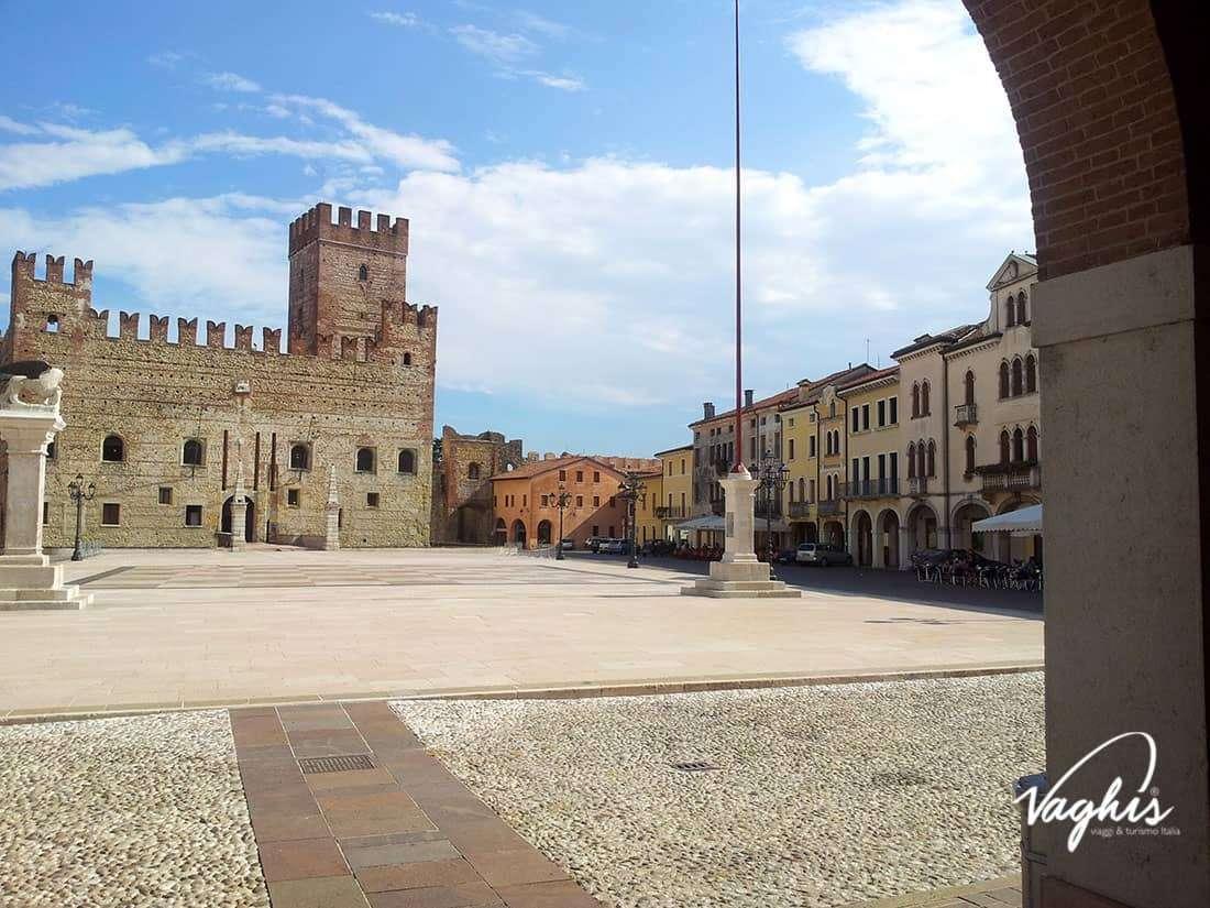Marostica Scacchi: Piazza Castello - © Vaghis - viaggi & turismo Italia - Tutti i diritti riservati