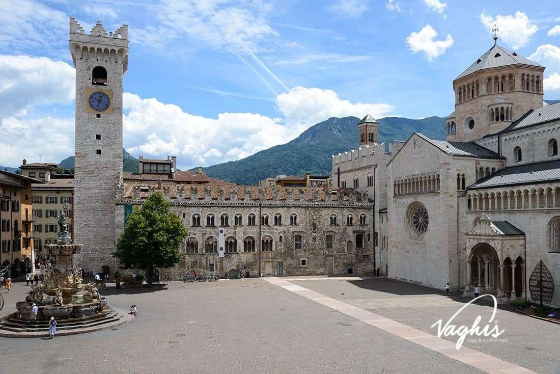 Trento: Piazza Duomo - © Vaghis - viaggi & turismo Italia - Tutti i diritti riservati