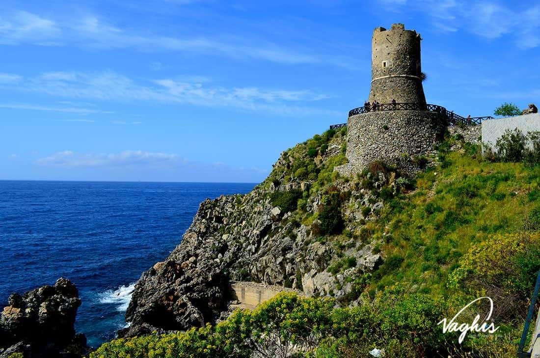 Bagnara Calabra: Torre Ruggiero - © Vaghis - viaggi & turismo Italia - Tutti-i-diritti riservati