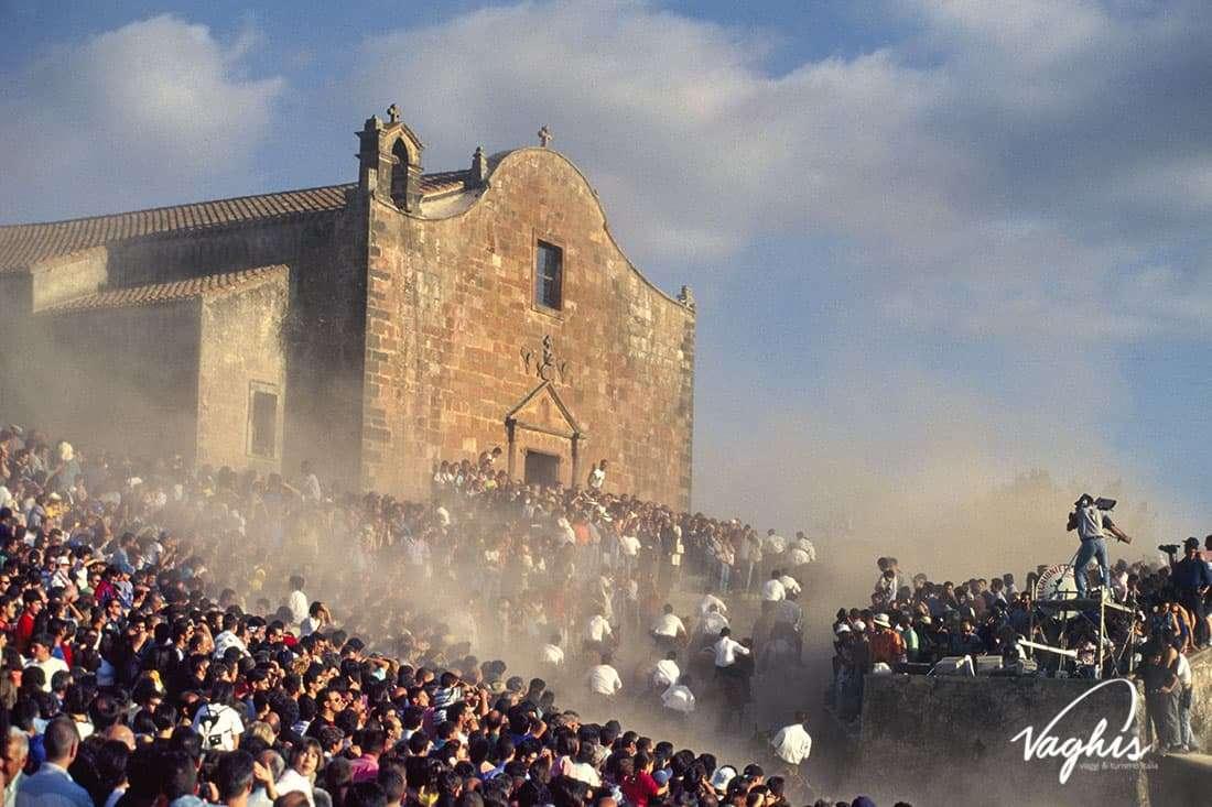L'Ardia di San Costantino - © Vaghis - viaggi & turismo Italia - Tutti i diritti riservati