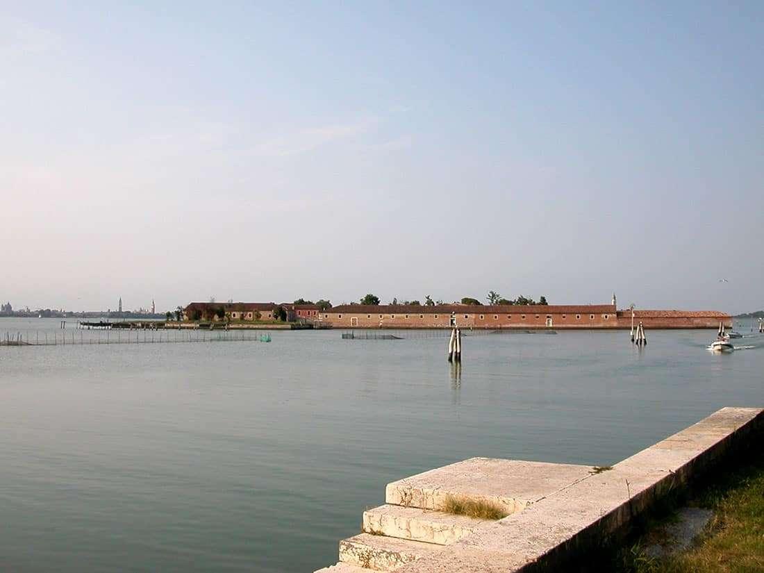 Lido di Venezia: Isola del Lazzaretto Vecchio