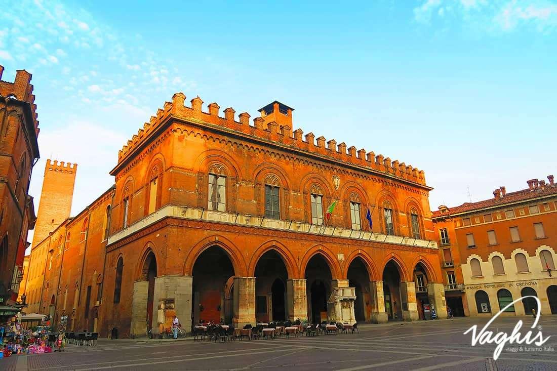 Cremona: Palazzo comunale - © Vaghis - viaggi & turismo Italia - Tutti i diritti riservati
