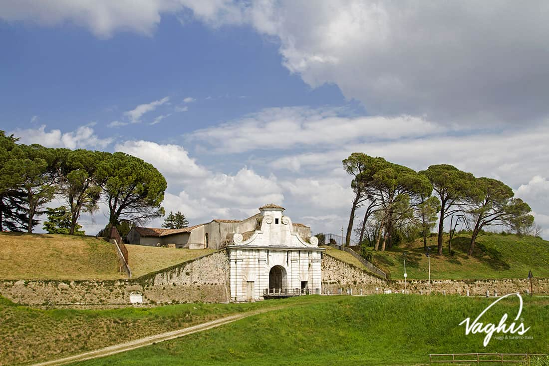 Palmanova: Porta Aquileia - © Vaghis - viaggi & turismo Italia - Tutti i diritti riservati