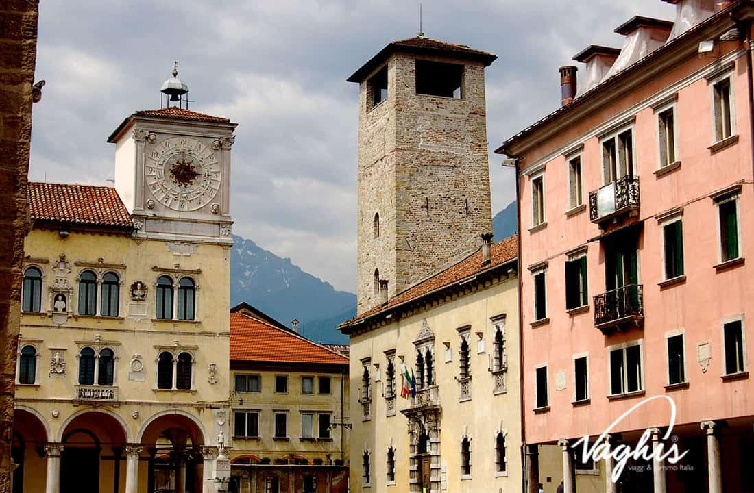 Belluno: Piazza dei Martiri - © Vaghis - viaggi & turismo Italia - Tutti i diritti riservati