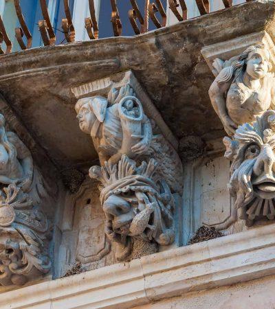 IBLA: MUSEO A CIELO APERTO CON I SUOI MASCHERONI ALLEGORICI