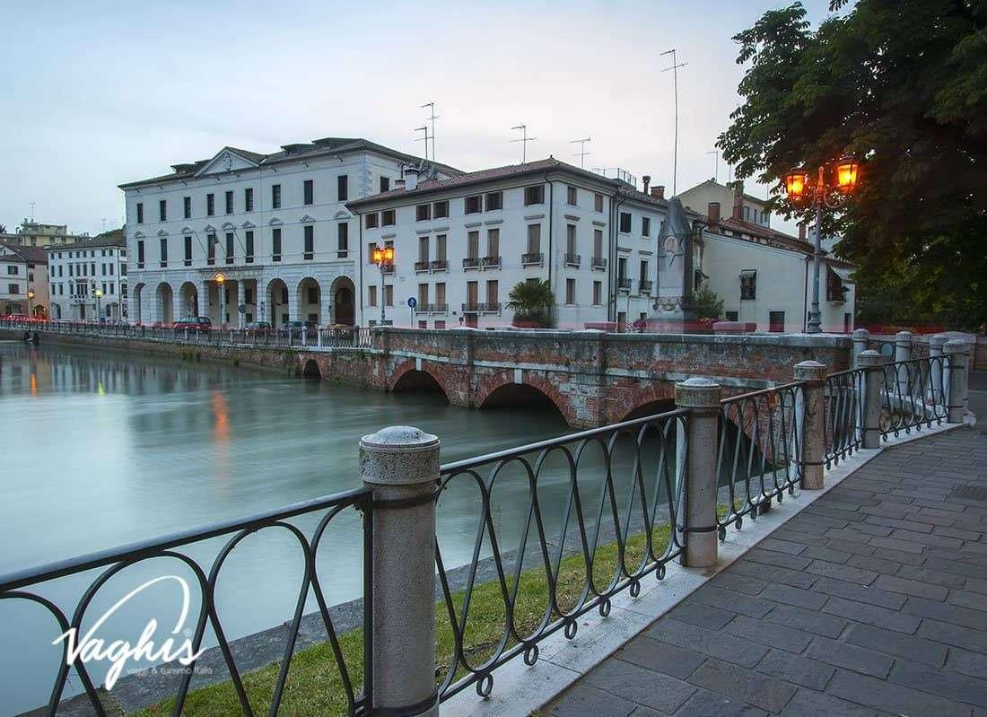 Treviso: Ponte Dante - © Vaghis - viaggi & turismo Italia - Tutti i diritti riservati