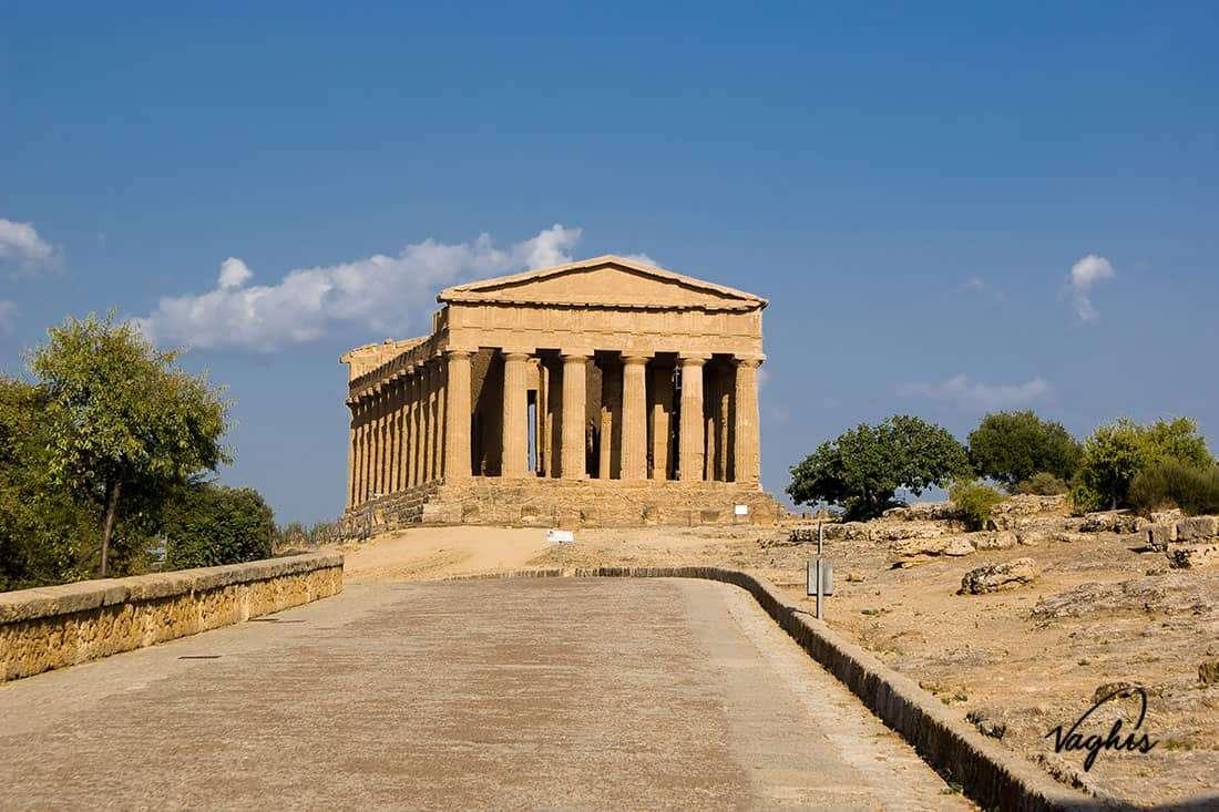 Agrigento: Tempio della Concordia - © Vaghis - Viaggi & turismo Italia - Tutti i diritti riservati