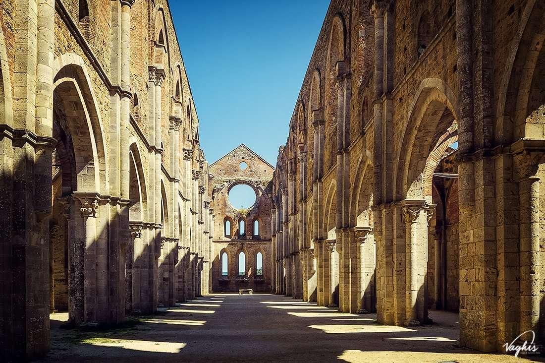 L'Abbazia di San Galgano - © Vaghis - viaggi & turismo Italia - Tutti i diritti riservati