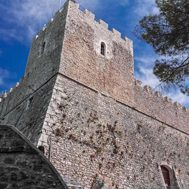 Castello di Monforte - © Vaghis - Viaggi & turismo Italia - Tutti i diritti riservati