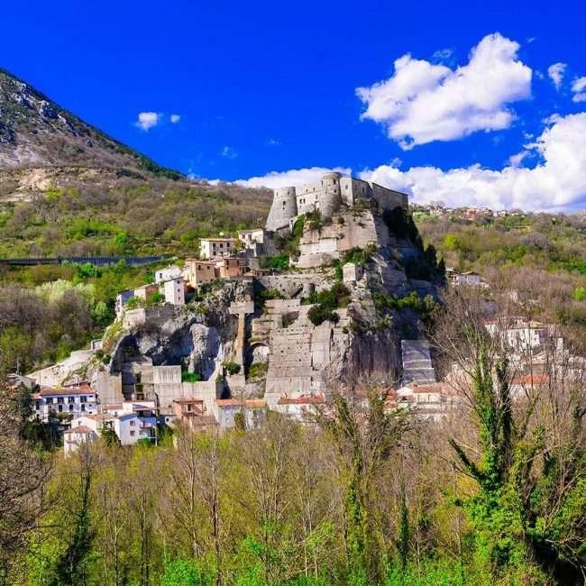 Castello di Cerro al Volturno - © Vaghis - Viaggi & turismo Italia - Tutti i diritti riservati