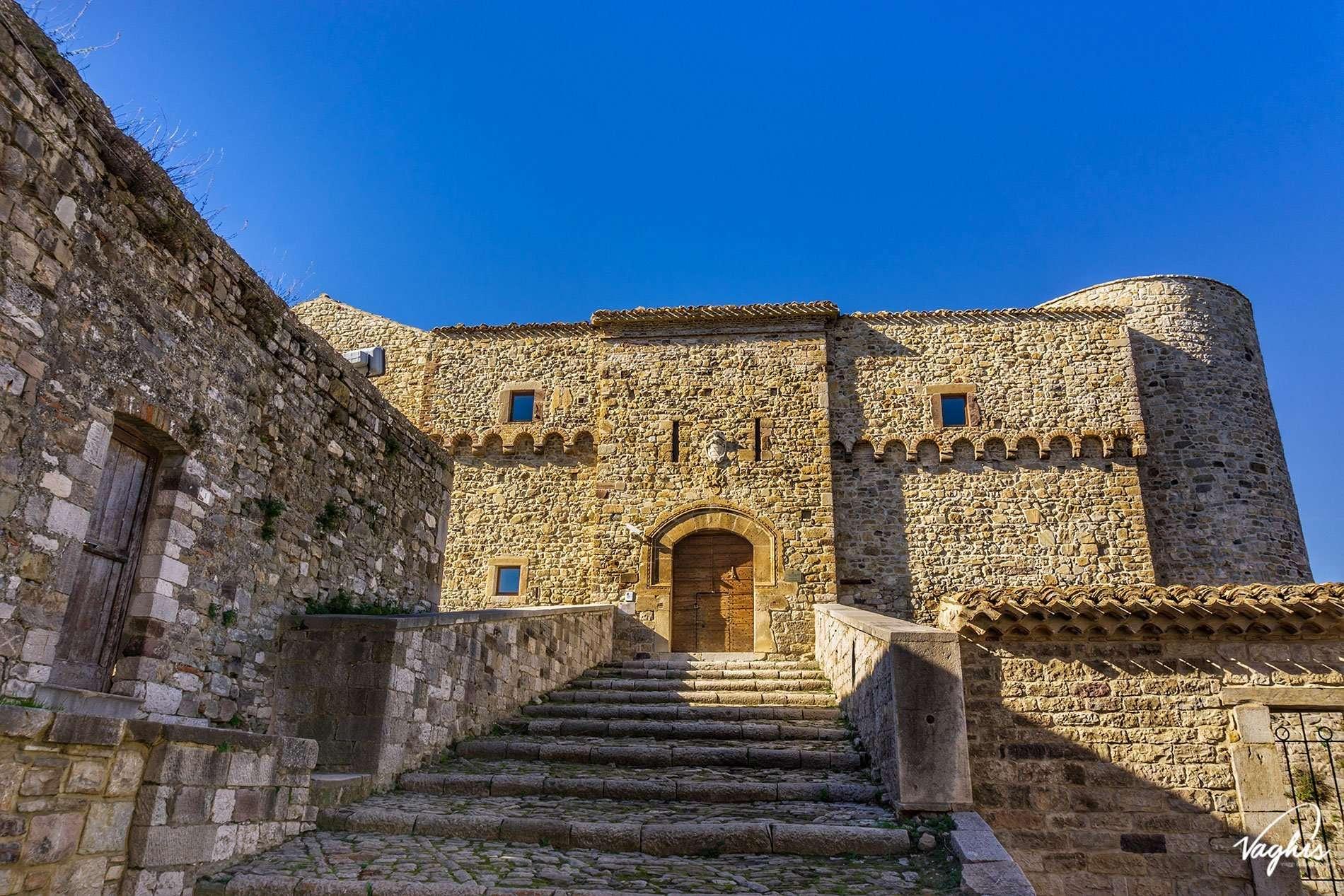 Castello di Civitacampomarano - © Vaghis - Viaggi & turismo Italia - Tutti i diritti riservati