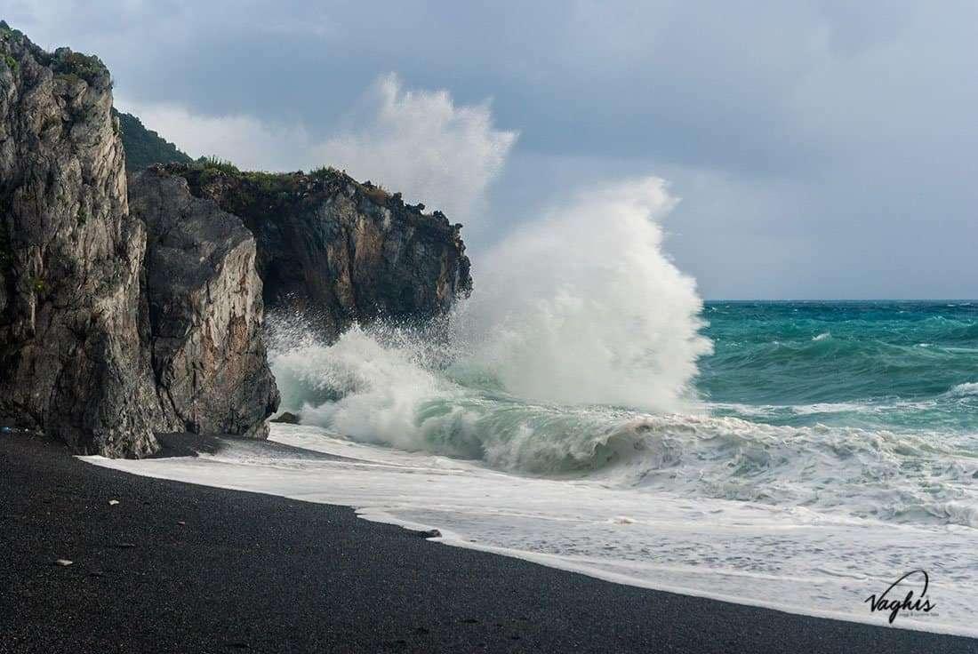 Maratea: Spiaggia Nera - © Vaghis - Viaggi & turismo Italia - Tutti i diritti riservati